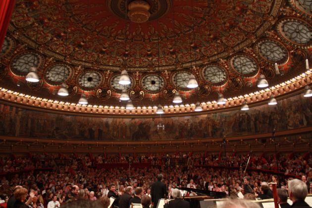 concertele-anului-2013-lista-cu-evenimentele-ce-au-loc-in-romania-si-pe-care-nu-ar-trebui-sa-le-ratezi lugojeanul 2013 (2)