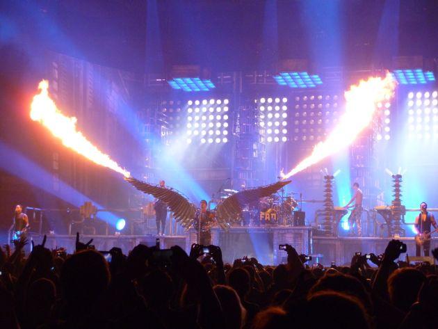 concertele-anului-2013-lista-cu-evenimentele-ce-au-loc-in-romania-si-pe-care-nu-ar-trebui-sa-le-ratezi lugojeanul 2013 (4)