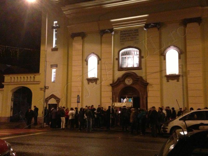 foto hristos a inviat slujba de inviere biserica romano catolica sfanta treime lugoj 31 martie paste lugojeanul 2013 (1)