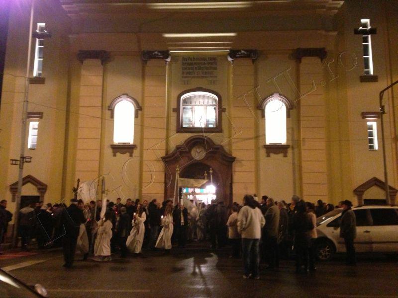 foto hristos a inviat slujba de inviere biserica romano catolica sfanta treime lugoj 31 martie paste lugojeanul 2013 (2)