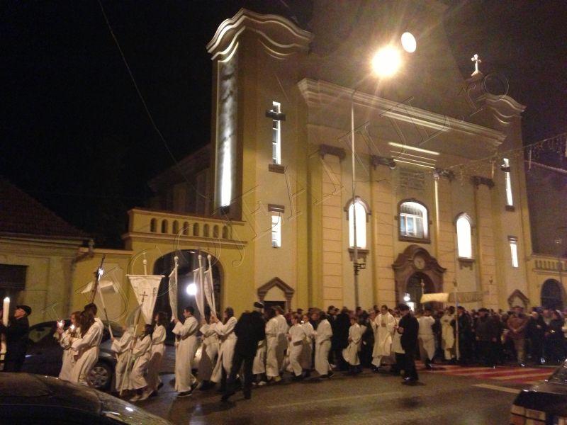 foto hristos a inviat slujba de inviere biserica romano catolica sfanta treime lugoj 31 martie paste lugojeanul 2013 (5)