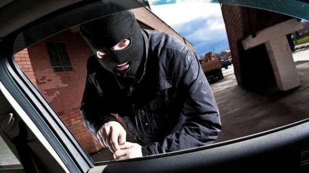 furt auto costeiu politia lugojeanul 2013