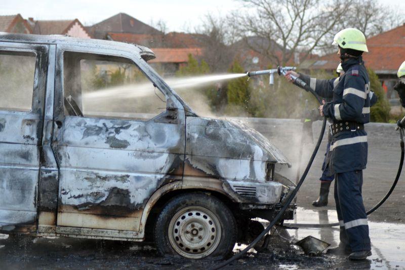 incendiu costeiu primarie masina cjt foc pompierii timis isu lugojeanul 2013 (5)