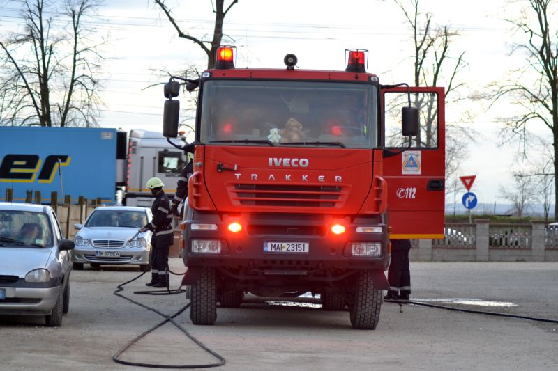 incendiu costeiu primarie masina cjt foc pompierii timis isu lugojeanul 2013 (7)
