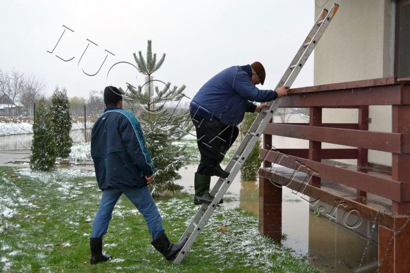 inundatii balint 15 martie foto casa inundata peroana afectata lugojeanul 2013 (1)