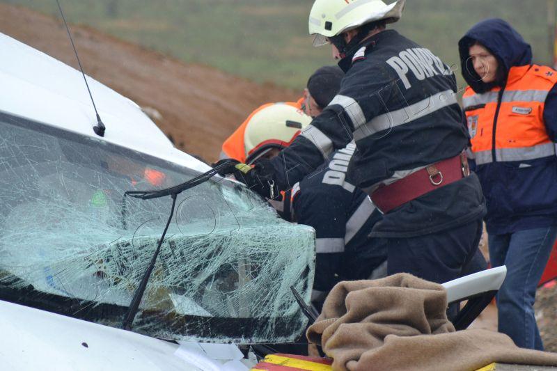 accident grav traian vuia timis lugojeanul 2013 3 aprilie victima incarcerata masina distrusa (7)