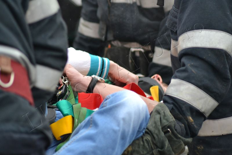 accident grav traian vuia timis lugojeanul 2013 3 aprilie victima incarcerata masina distrusa (8)