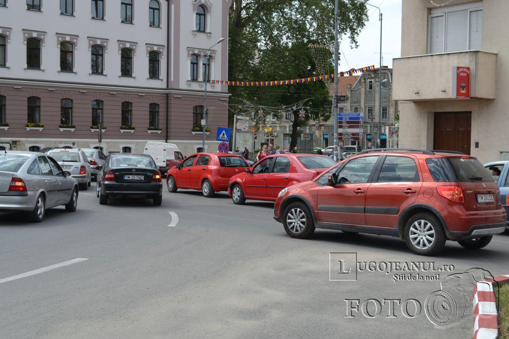 aglomeratie-vinerea-mare-cumparaturi-pasti-lugoj-centru-primarie-zona-unic-lugojeanul-2013-1