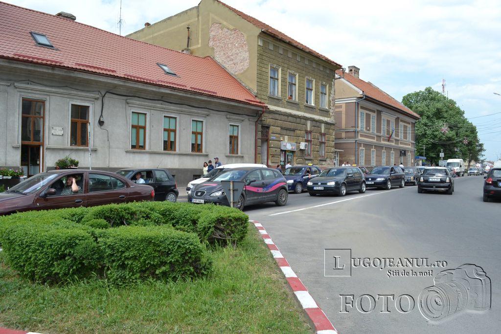 aglomeratie-vinerea-mare-cumparaturi-pasti-lugoj-centru-primarie-zona-unic-lugojeanul-2013-2