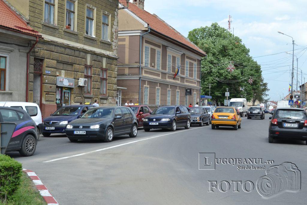 aglomeratie-vinerea-mare-cumparaturi-pasti-lugoj-centru-primarie-zona-unic-lugojeanul-2013-3