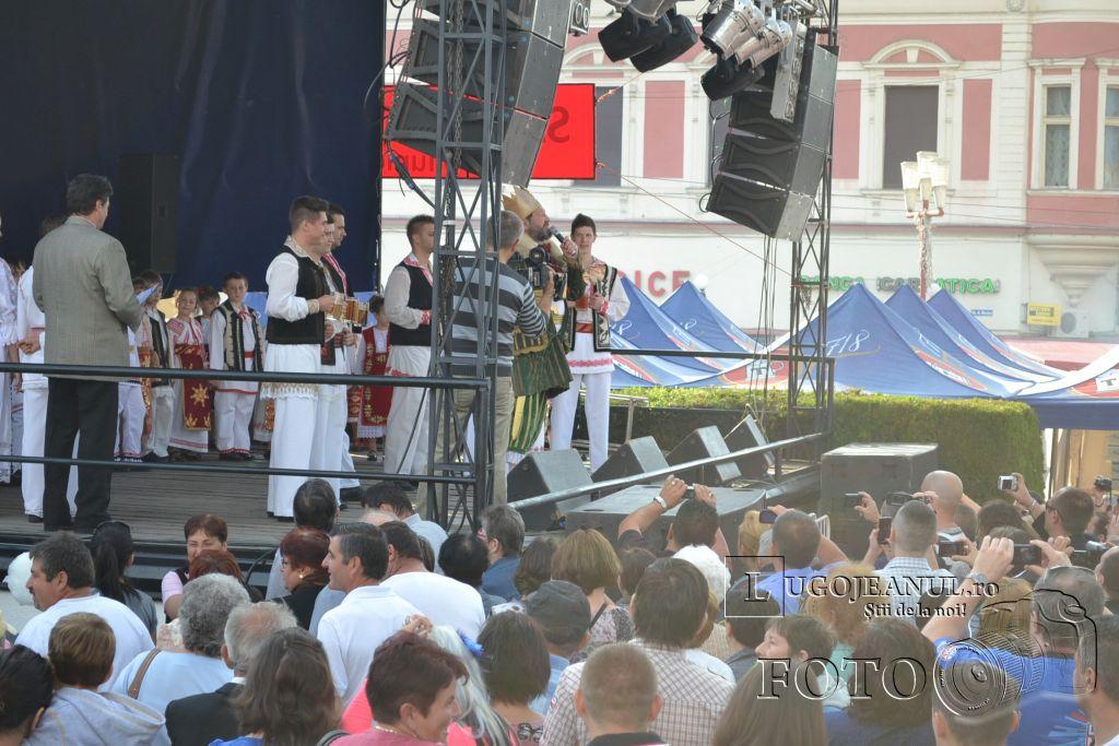 festivalul-berii-2013-lugoj-ziua-1-alaiul-berarilor-regele-ansamblul-lugojana-muzica-folclorica-foto-galerie-7-iunie-lugojeanul-22