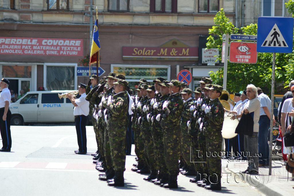 ziua-eroilor-lugoj-2013-defilare-depunere-coroane-ceremonie-religioasa-lugojeanul-2