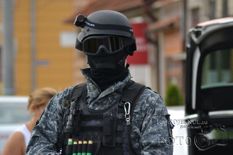 foto descinderi lugoj 17 august 2013 viscol mascati pistoale trupe speciale politia lugojeanul 2013 (16)