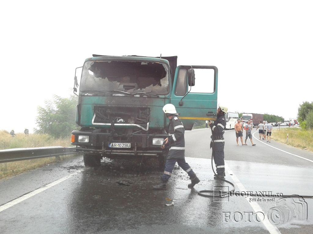 incendiu-la-un-autocamion-costeiu-11-august-2013-foto-galerie-lugojeanul-1