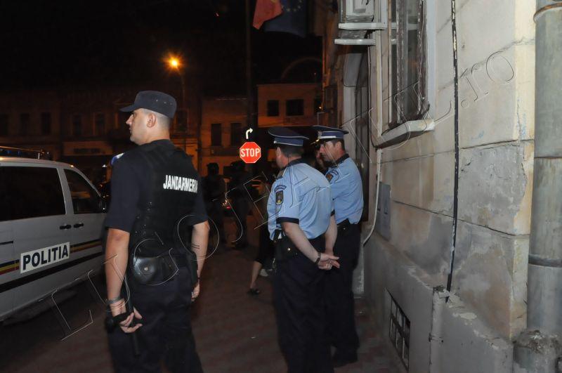 scandal romi politia lugoj au intrat in sediu foto galerie lugojeanul 2013 exclusiv (6)