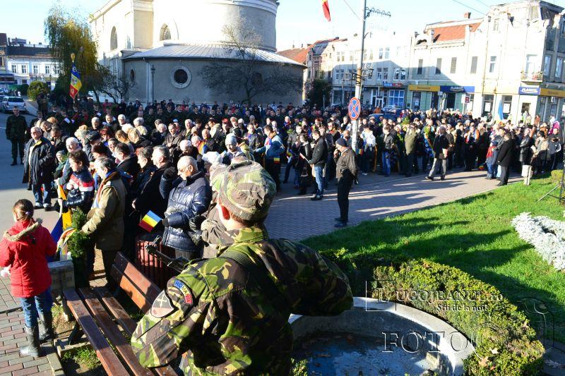 1 decembrie 2013 ziua nationala a romaniei parada miliara la lugoj foto galerie depunere coroane onoruri militare lugojeanul (4)
