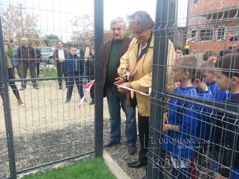teren sintetic fotbal inaugurare noiembrie 2013 lugojeanul (3)