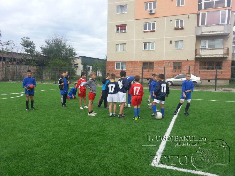 teren sintetic fotbal inaugurare noiembrie 2013 lugojeanul (6)
