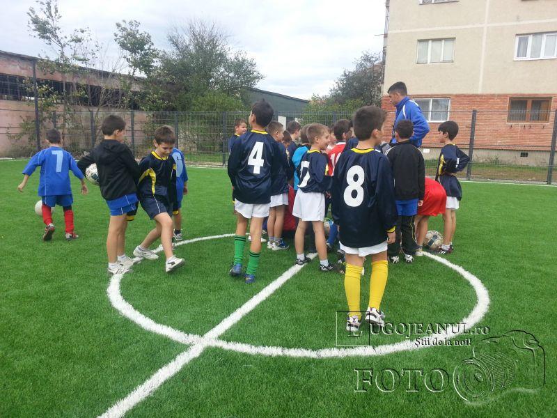 teren sintetic fotbal inaugurare noiembrie 2013 lugojeanul (7)