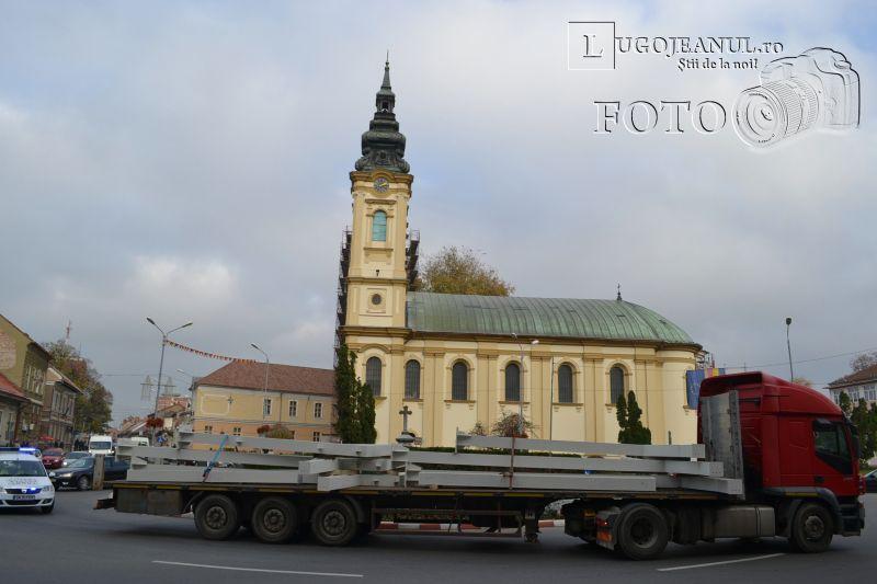 transport agabaritic la Lugoj stalpi piata renovata 18 noiembrie 2013 lugojeanul (4)
