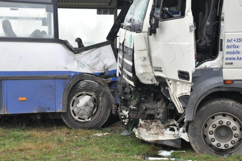 accident centura lugoj 6 decembrie 2013 foto galerie tren vs autobuz lugojeanul (8)