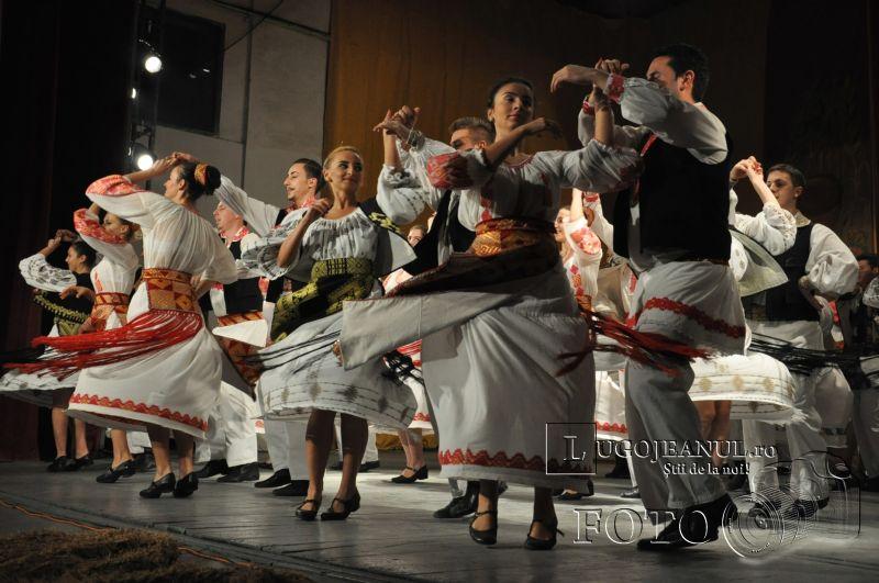 dansuri ansamblul lugojana 50 de ani lugojeanul 2013 foto (10)