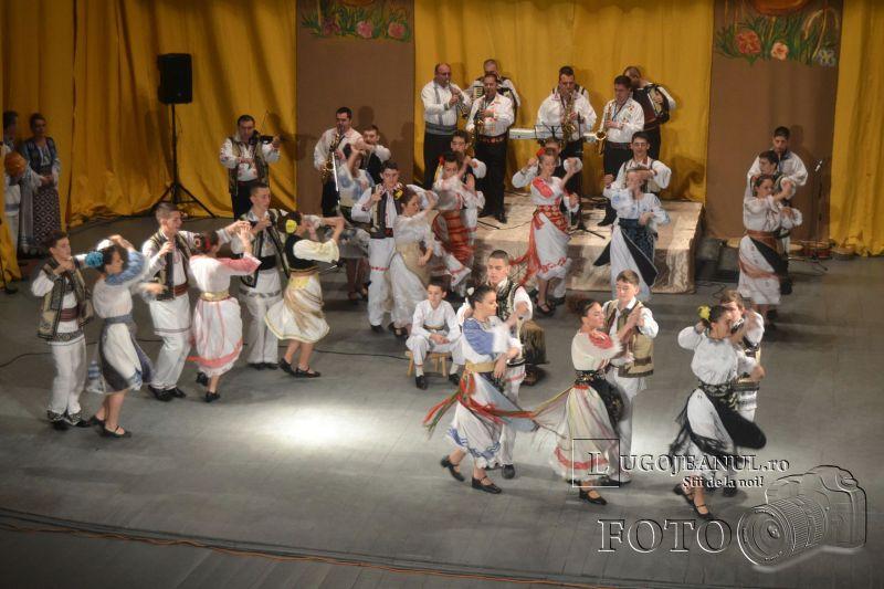 dansuri ansamblul lugojana seniori 50 de ani de lugojana 2013 lugojeanul foto (5)
