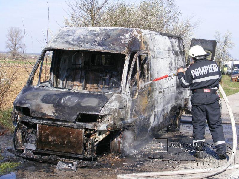 microbuz incendiat intre manastiur si rachita 22 martie 2014 foto lugojeanul (3)