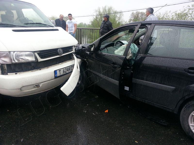 accident grav costeiu 22 aprilie 2014 pod bega ford autoutilitara foto lugojeanul (1)