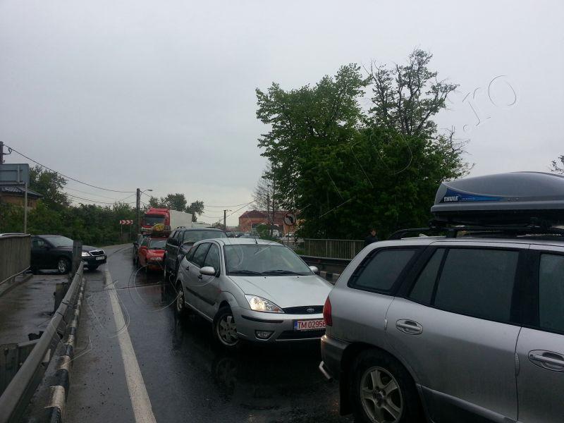 accident grav costeiu 22 aprilie 2014 pod bega ford autoutilitara foto lugojeanul (2)