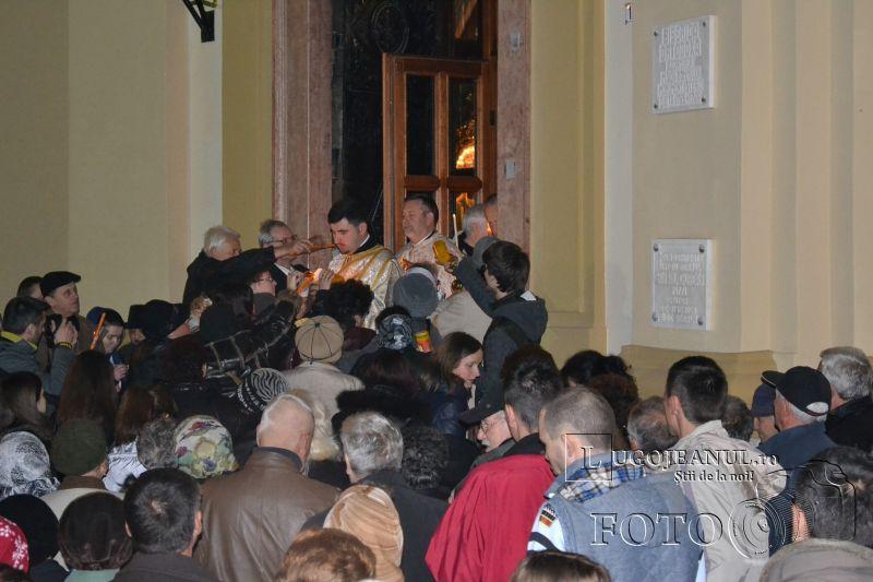 hristos a inviat paste lugoj 2014 biserica adormirea maicii domnului lumina sfanta foto galerie lugojeanul (10)