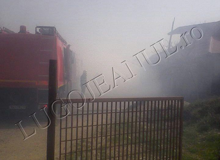 incendiu jena 3 aprilei 2014 foto casa anexa 11 copii familie (2)