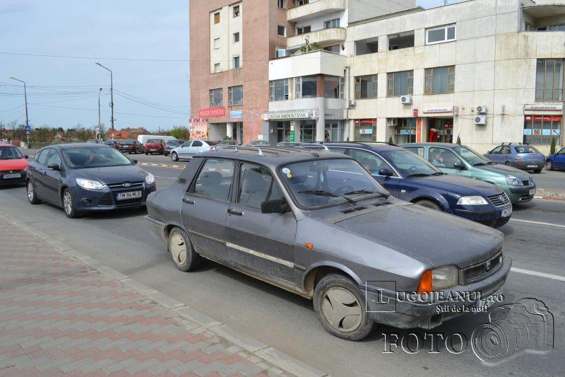 masina blocheaza strada unic duminica 5 aprilei 2014 foto lugojeanul (4)