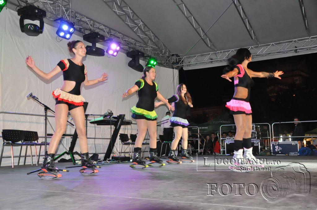 festivalul berii lugoj 2014 sarbatoarea berii lugoj 2014 ziua 3 aleksandra muzica sarbeasca public foto lugojeanul copyright (17)