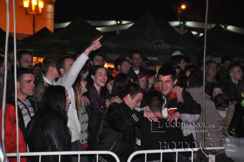 festivalul berii lugoj 2014 sarbatoarea berii lugoj 2014 ziua 3 aleksandra muzica sarbeasca public foto lugojeanul copyright (30)