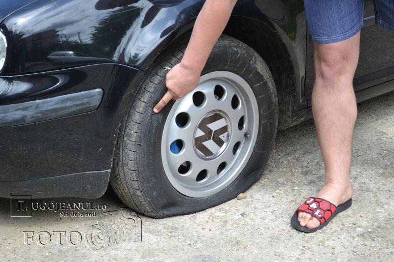 masina vandalizata viorelelor cotu mic roti taiate caroserie zgariata lugojeanul foto (12)