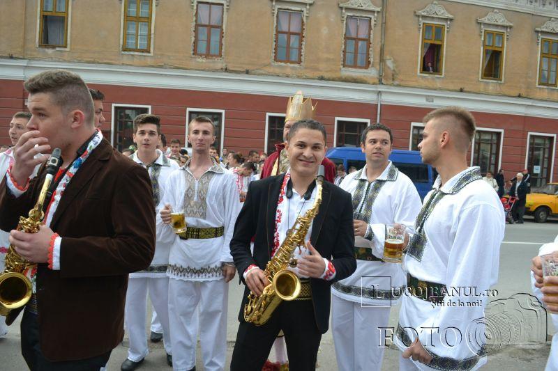 sarbatoarea berii lugoj 2014 festivalul berii lugoj 2014 foto galerie ziua 1 alaiul berarilor ansamblul lugojana dorin biris cosbuc cantari muzica veselie lugojeanul (19)