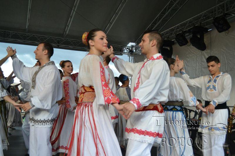 sarbatoarea berii lugoj 2014 festivalul berii lugoj 2014 foto galerie ziua 1 alaiul berarilor ansamblul lugojana dorin biris cosbuc cantari muzica veselie lugojeanul (26)