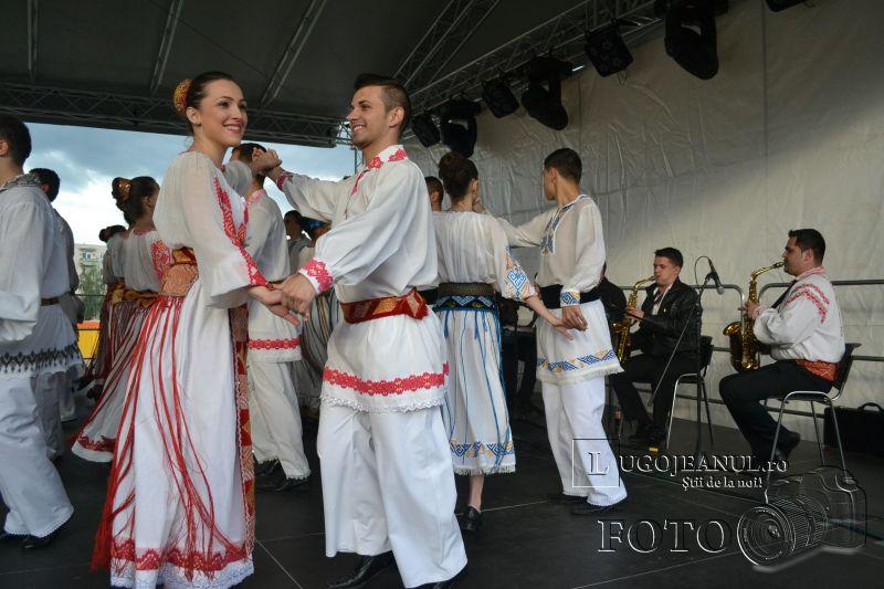 sarbatoarea berii lugoj 2014 festivalul berii lugoj 2014 foto galerie ziua 1 alaiul berarilor ansamblul lugojana dorin biris cosbuc cantari muzica veselie lugojeanul (27)