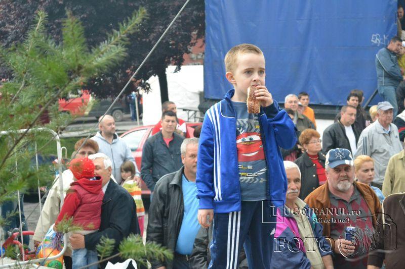 sarbatoarea berii lugoj 2014 festivalul berii lugoj 2014 foto galerie ziua 1 alaiul berarilor ansamblul lugojana dorin biris cosbuc cantari muzica veselie lugojeanul (35)