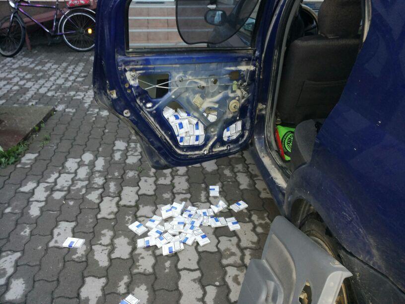 tigarete in portierele masinii lugojean prins la deta contrabanda tigari politia frontiera control ancheta inchisoare catuse infractiune (1)
