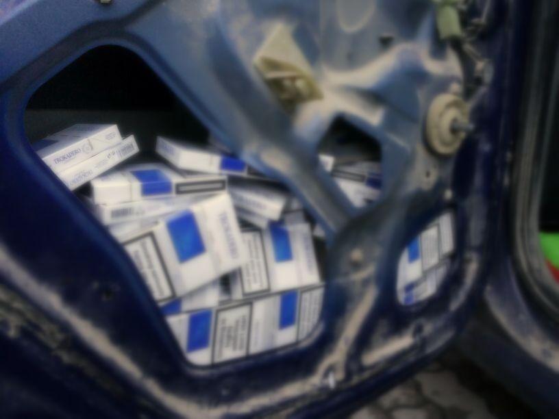 tigarete in portierele masinii lugojean prins la deta contrabanda tigari politia frontiera control ancheta inchisoare catuse infractiune (2)