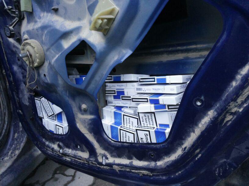tigarete in portierele masinii lugojean prins la deta contrabanda tigari politia frontiera control ancheta inchisoare catuse infractiune (4)