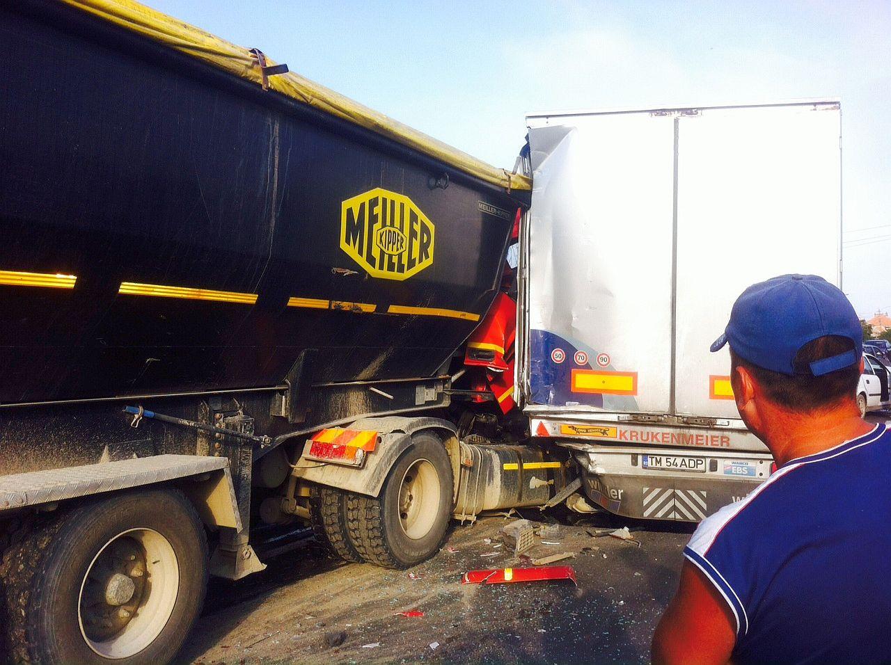 accident tir camion masina mica topolovatu mare 19 iulie 2014 foto (1)