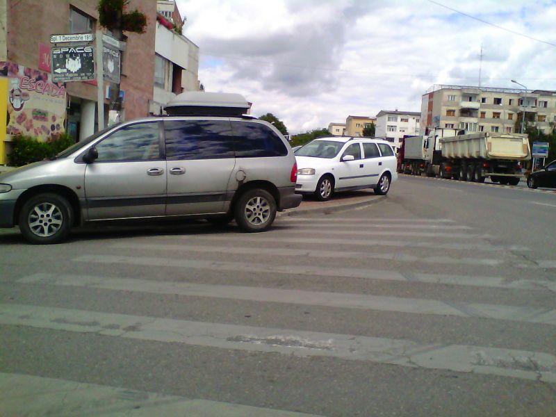 bizoni lugoj trafic parcari ilegale trotuar foto galerie zona unic lugojeanul 2014 (3)
