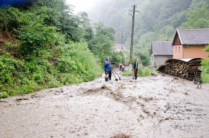 inundatii comuna nadrag 12 iulie 2014 foto galerie parcuri strazi poduri apa localitate timis lugojeanul foto facebook (2)