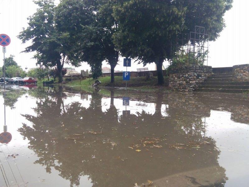 inundatii corneliu coposu lugoj 12 iulie 2014 ploi curti magazine strazi inundate municipiul lugoj furtuna precipitatii (2)