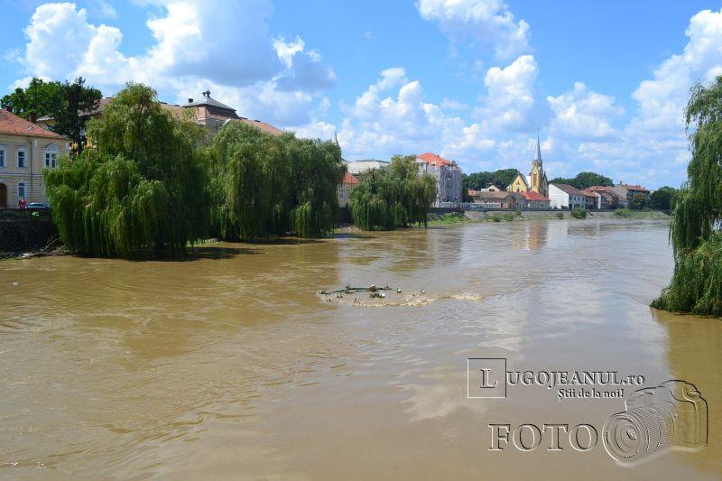 pericol inundatii lugoj 13 iulie 2014 fantana distrusa apa inunda malurile timis foto video lugojeanul (10)
