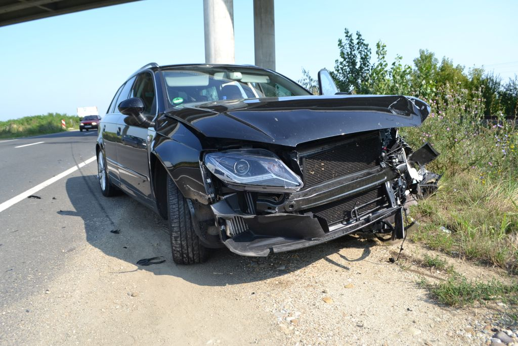 accident-lugoj-costeiu-neamt-autoutilitara-8-pasageri-foto-galerie-11-august-2014-3