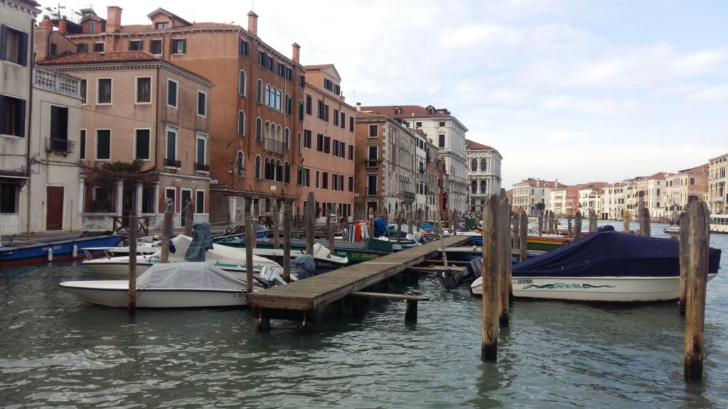 """Pentru ca nu exista masini, asa arata o """"parcare"""" in Venetia"""